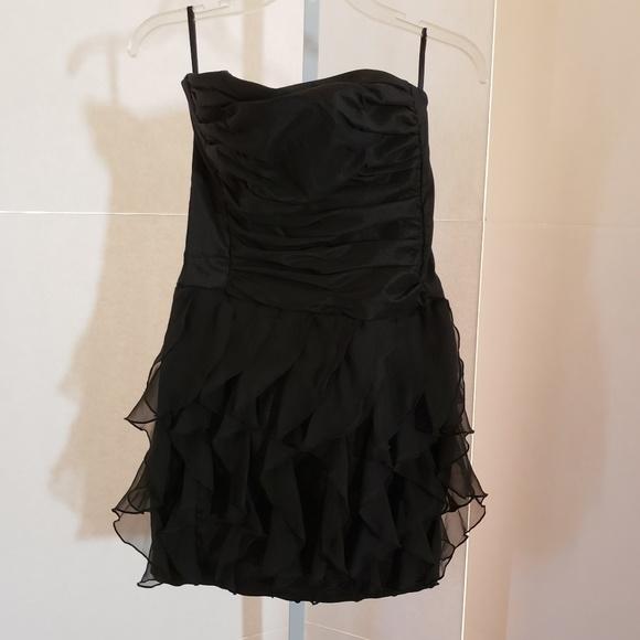 Cache Dresses & Skirts - Cache black ruffle bottom mini dress sz 8